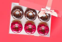 Выбирай подарок на день рождения женщине и получай кэшбэк до 15%!