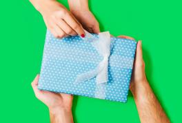 Что подарить семейной паре: идеи подарков с кэшбэком до 10%
